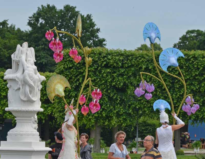 Stelzenlauf mit Lichtern, Schlossfeste, Schlossparks