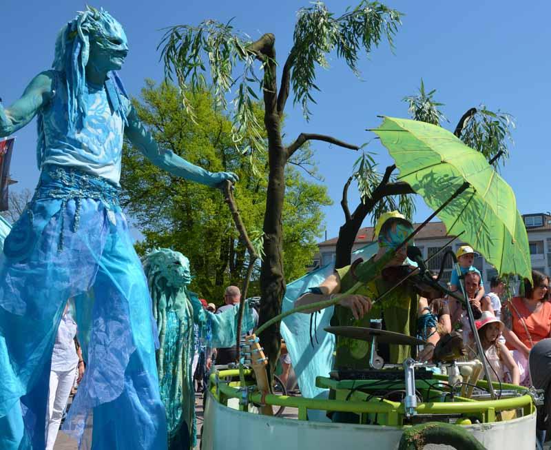 Wassermann, Wasserfrau, Musik -WalkingAct, Stelzenlauf