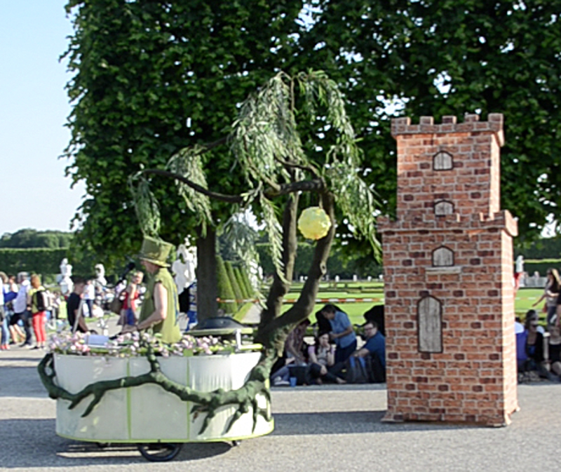 Mobile Livemusik-Performance mit Märchenturm, Feuerwerksfestival Hannover.