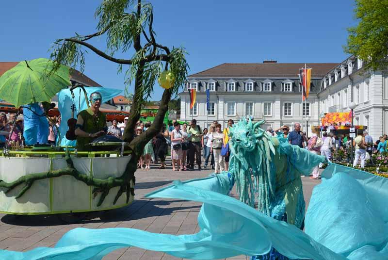 Wasserfrau-Tanz mit Hangmusik.