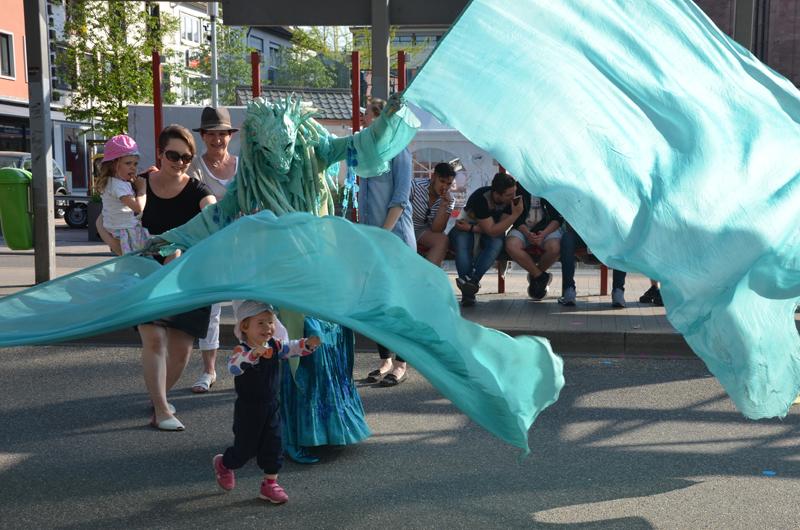 Wasserfrau Wasser Walking Act, Fahnentanz, Kinderbelustigung