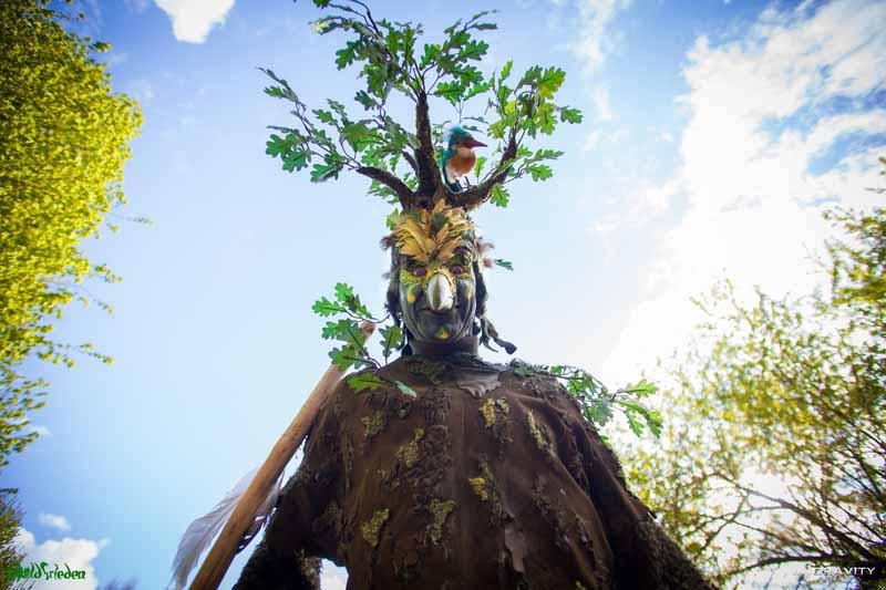 Vogel-Baum, Stelzenläufer Festival Waldfrieden.
