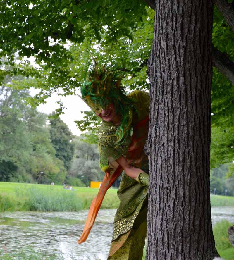Stelzenlauf Bäume, Waldfest, kleines Fest im großen Garten
