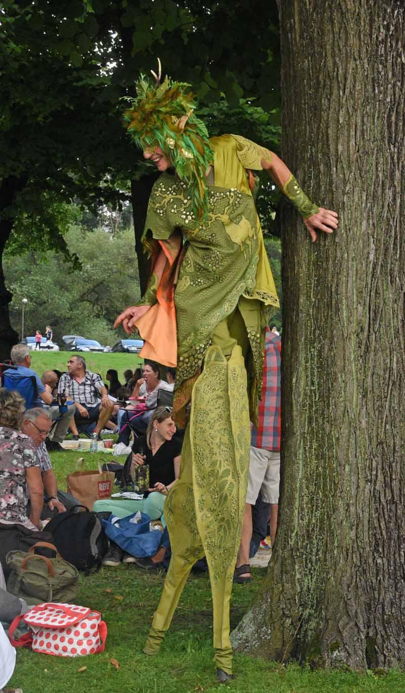 Stelzen Walkact, Waldelf, kleines Fest im großen Garten , Hannover