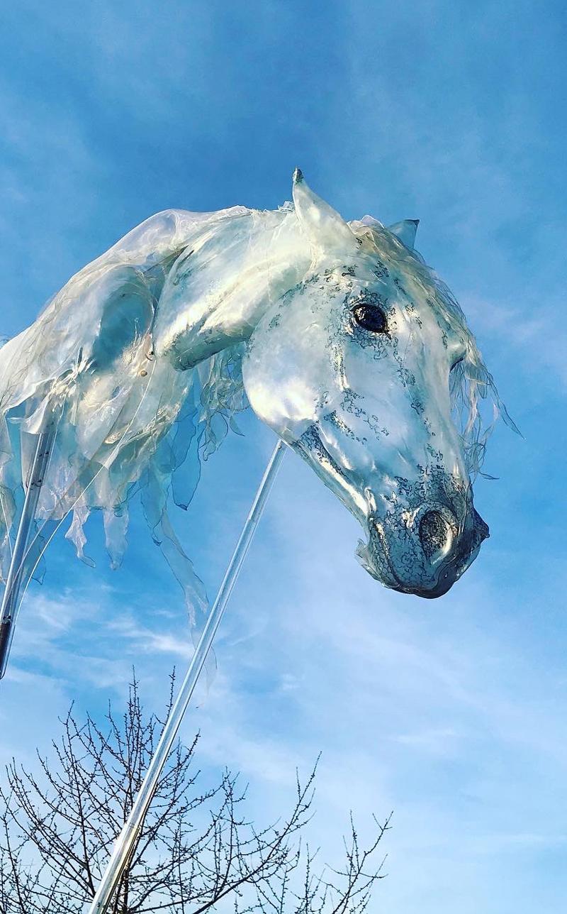 Luftwesen, Windpferd, Großfigur, giant puppet, Pferde Walking act, Horse walking act, Pferdeshow, Horseshow, Spectacle de chevaux