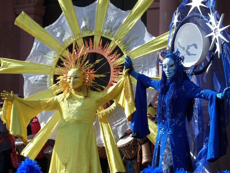 Stelzenläufer Sonne mit Stelzenläufer Mond, Straßentheaterfestival Zweibrücken Pantao