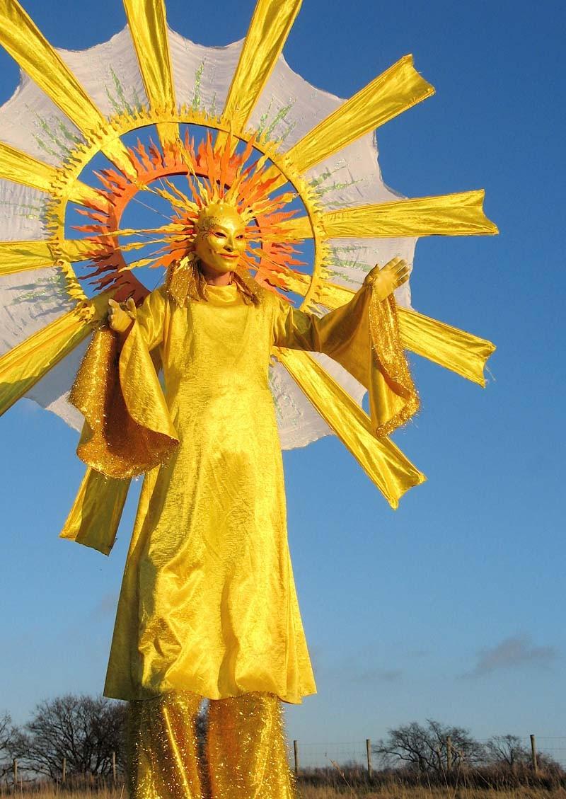 Walkact Sonne, Sonnenfigur auf Stelzen, Sonnenwesen,Pantao