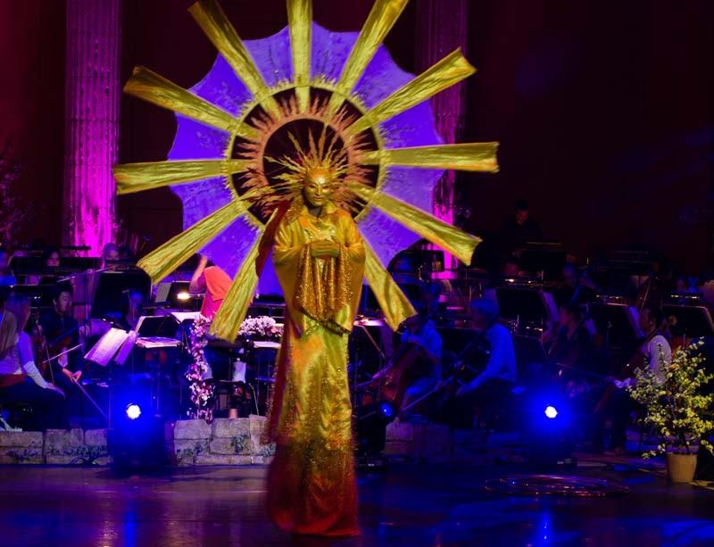 Stelzentanz Sonne,  Roncallis Circus meets classic Gasteig München