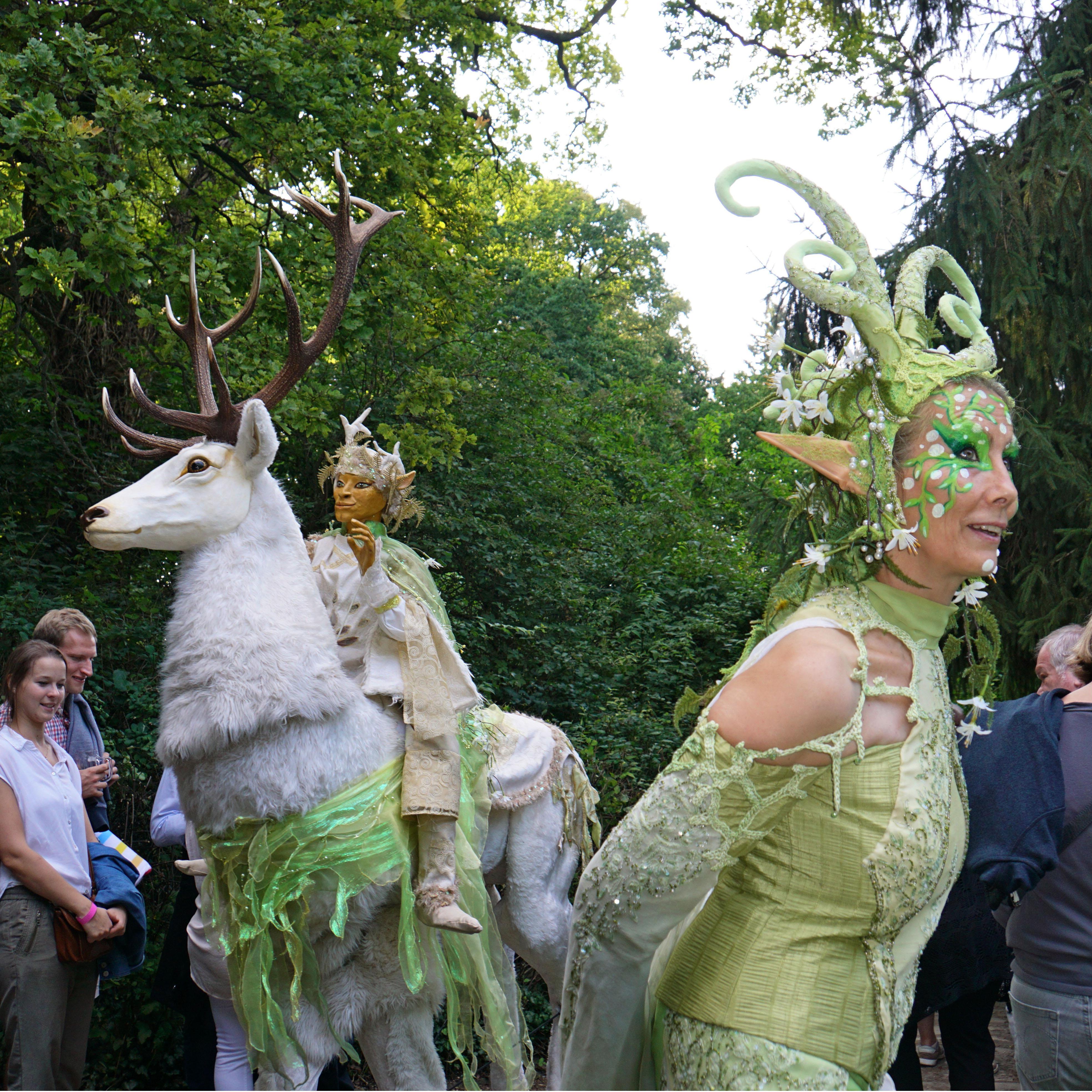 Waldelfe und weißer Hirsch Pantao, Sommernacht am Kaiserdom Königslutter