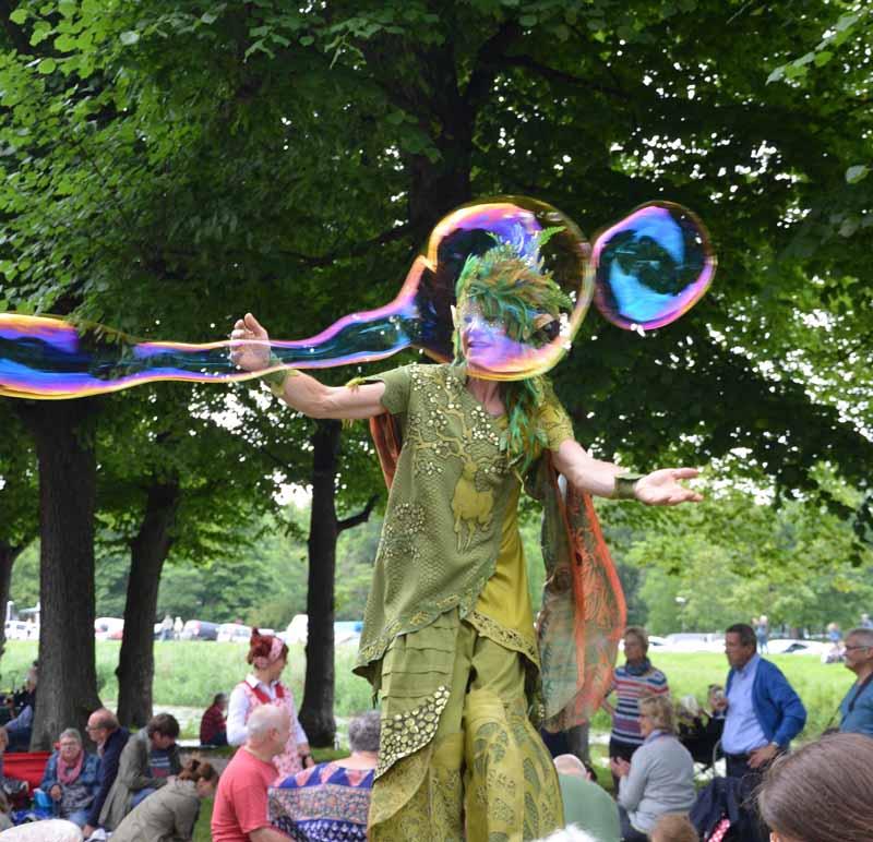 Waldelf, Riesenseifenblasen, Schlossfest, Parkfest, Stelzentanz