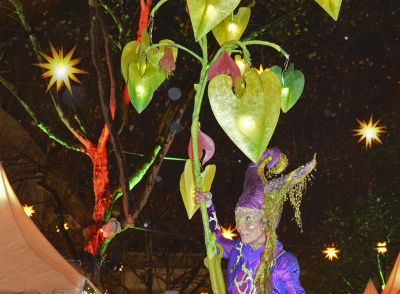 Traumfee mit Lichterbaum Weihnachtsmarkt Kapuzinerplanken in Mannheim