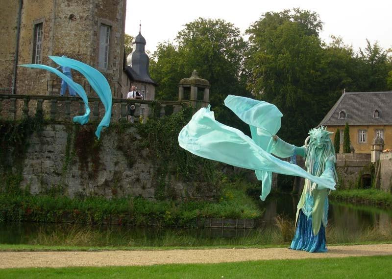 Wasserfrau Pantao, Schloss Dyck, Wasser Tanz  Walking Act
