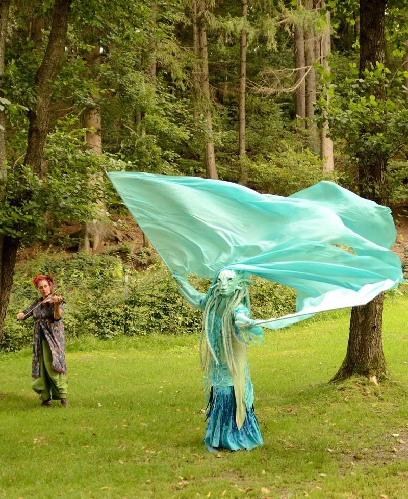 Wasserfrau Pantao, Musik Walking Act, Fahnen Tanz, Wasser Maskentanz
