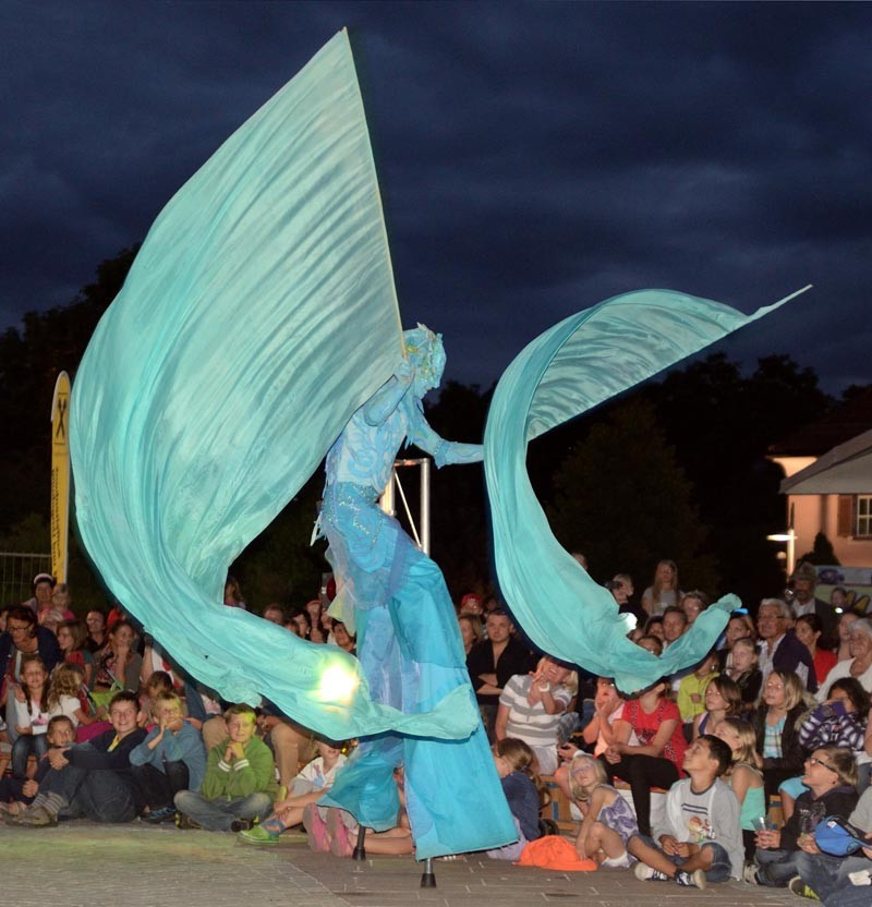 Wassermann Pantao, Märchen-Festival Wattens Österreich, Stelzentanz