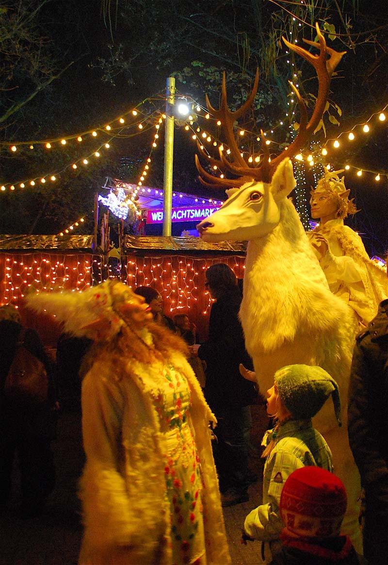 Weißer Hirsch und Winterelfe Mervi, Stadtgarten - Weihnachtsmarkt Köln, Pantao